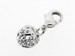 Zilveren bedeltje met filigree bal figuurtje