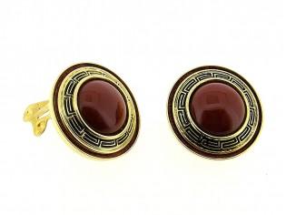 Italiaans fashion oorclip met rood bruin cabuchon omrand met nappa leder gezet in gouden chaton Grieks motief