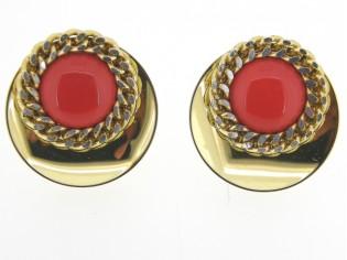 Italiaans fashion oorclip met rood kristallen cabuchon omrand met ketting en gezet op goud metalen chaton