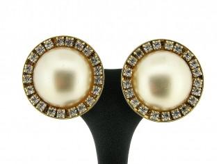Italiaanse fashion oorclip parel cabuchon omrand met Swarovski kristallen gezet in gouden chaton