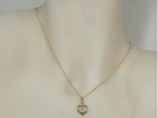 Gouden ketting met hangertje hartje en zirconia steentje