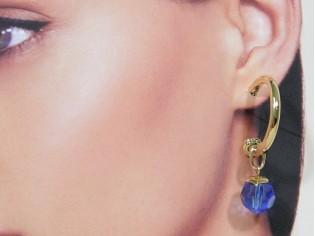 Gouden creool oorhanger met saffier kristallen hangertje