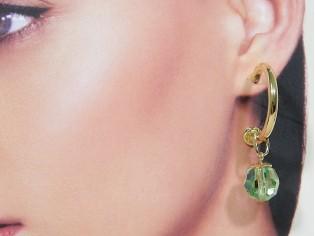 Gouden creool oorhanger met peridot kristallen