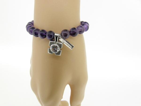 Armband met Amethist edelstenen en zilver bedeltje.