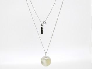 Zilveren collier met cream doorschijnende bal hangertje