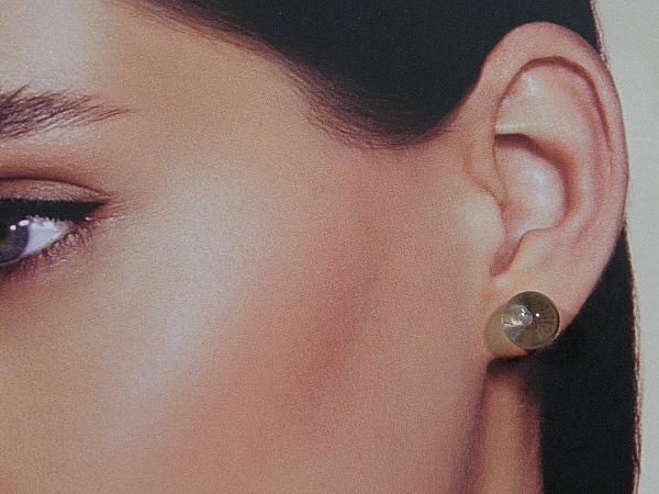 Bergkristal edelsteen oorknopjes met gouden stekertjes.