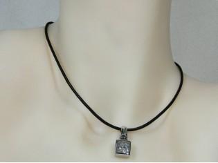 Lederen collier met beweegbare zirconia steen in hoogglanzend Sterling zilveren hangertje