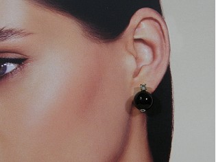 Gouden oorsteker met Onyx edelsteen en gouden strass kroontje