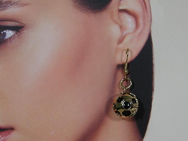 Gouden Engelsrufer oorhanger waarin een onyx bal
