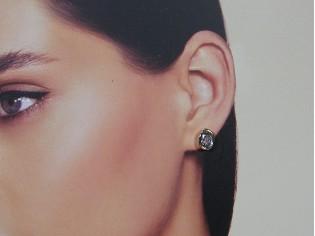 Rosé gouden ovale oorknop met saffier kristallen