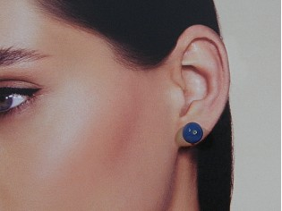 Gouden oorknop met blauwe Agaat edelsteen en ingelegde Swarovski kristallen