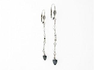 Lange oorhanger met hematiet hartjes edelsteentjes en heldere kristallen