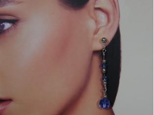 Lange oorhanger met saffier kristallen