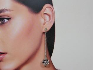 Lange oorhanger met robijn kristallen in filigreen gezet