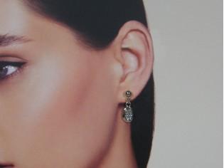 Zilveren oorhanger met ovale zirconia steentjes