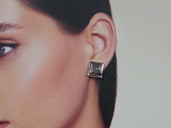 Zilveren oorsteker met open Grieks motief