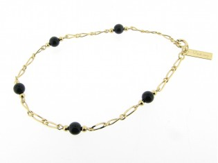 Gouden enkelbandje met mini figaro schakeltjes en vlak geslepen ketting met zwarte pareltjes