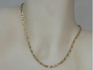 Gouden halsketting mini figaro collier met vlak geslepen schakel