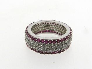 Zilveren trendy ring met Robijn en heldere kristallen