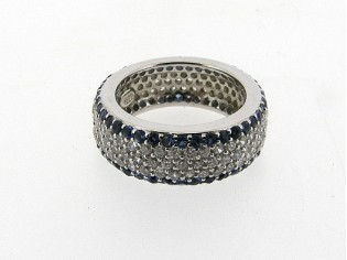 Zilveren trendy ring met Saffier en heldere kristallen