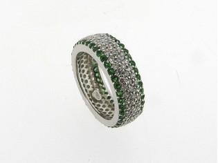 Zilveren trendy ring met smaragd en heldere kristallen