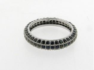 Zilveren trendy  ring met donker gekleurde kristallen