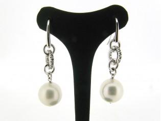 Zilveren chique  oorhanger met parel en heldere kristallen