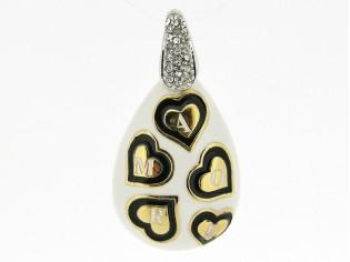 Hangertje met mini hartjes 'love' met wit zwart emaille inkleurd
