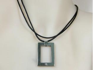Makuti edelstaal collier met diamant en parelmoer hangertje