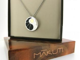Makuti edelstaal collier met 18kt goud en emaille rond hangertje