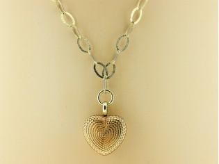 Gouden halsketting met medaillon en modische ringen collier