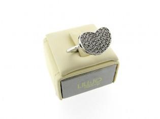 Zilveren trendy  ring met hartje en heldere kristallen