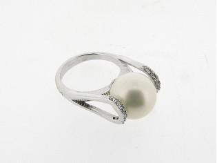 Zilveren trendy  ring met parel en heldere kristallen