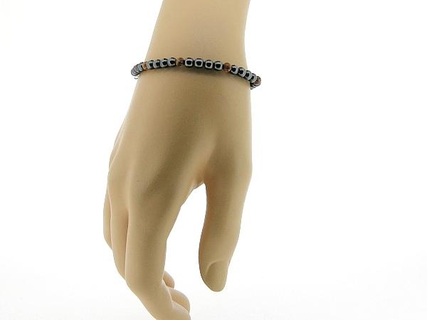 Hematiet armbandje met edelsteentjes, gecombineerd met ronde koraal