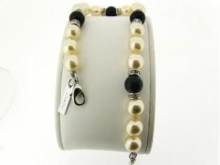 Armbandje met handgeknoopte Boheemse parels en Onyx edelstenen gecombineerd met Swarovski rondellen