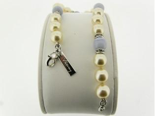 Armbandje met handgeknoopte Boheemse parels en Bleu Lace Agaat edelstenen gecombineerd met Swarovski rondellen
