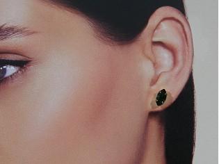 Gouden Swarovski oorknop met ovale smaragd steentjes