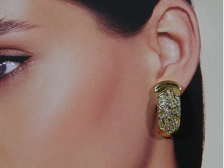 Gouden vintage oorbellen met ingelegde heldere kristallen