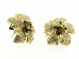 Gouden vintage oorbellen met ingelegde witte en smaragd groene kristallen